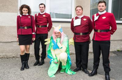 Mezi uniformami Hvězdné flotily fanoušků  sci-fi světa Star Trek poník, tedy fanoušek seriálu My little pony. Foto Jaroslav Houdek